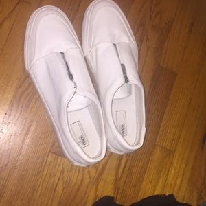 I'm selling brand new leather white sneakers